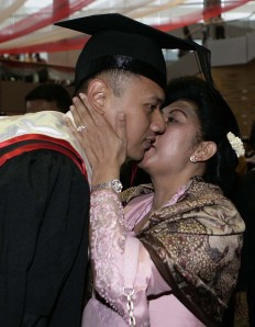 Ibu Ani dan Putranya