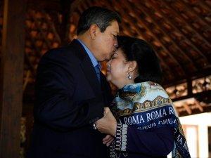 Ibu Ani dan Pak SBY 2