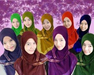 snsd versi muslimah (depan ki-ka: Sooyoung, Yoona, Jessica, Sunny :: belakang ki-ka: Hyoyeon, Seohyun, Tiffany, Yuri, Taeyeon)